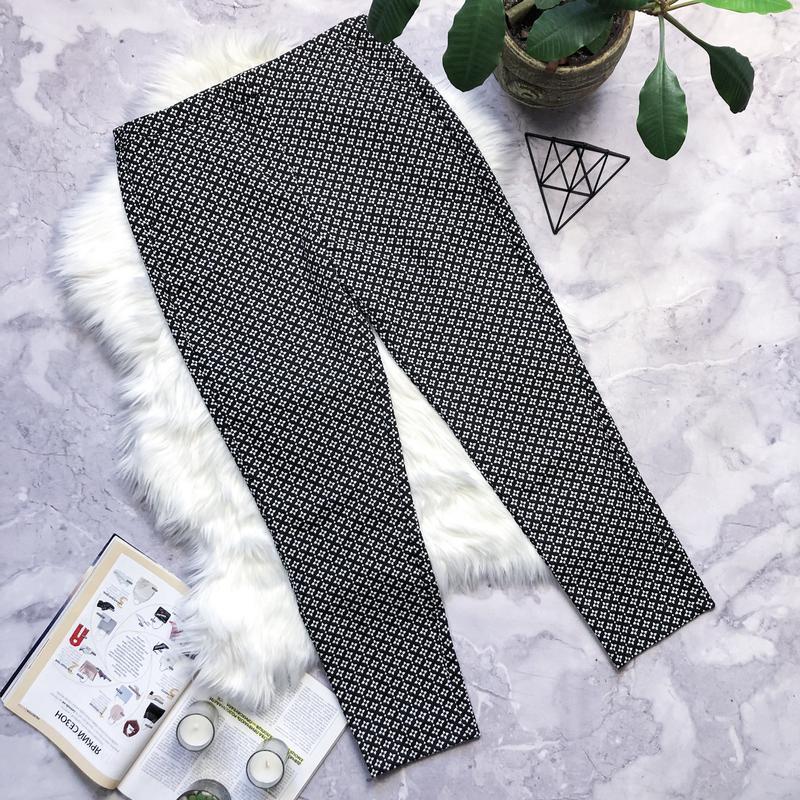 Крутые коттоновые брюки в принт