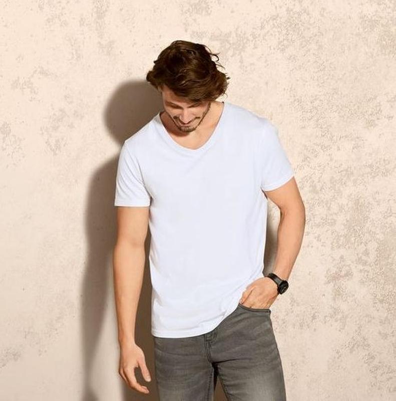Мужская футболка v вырезом германия р. l, xl европ.