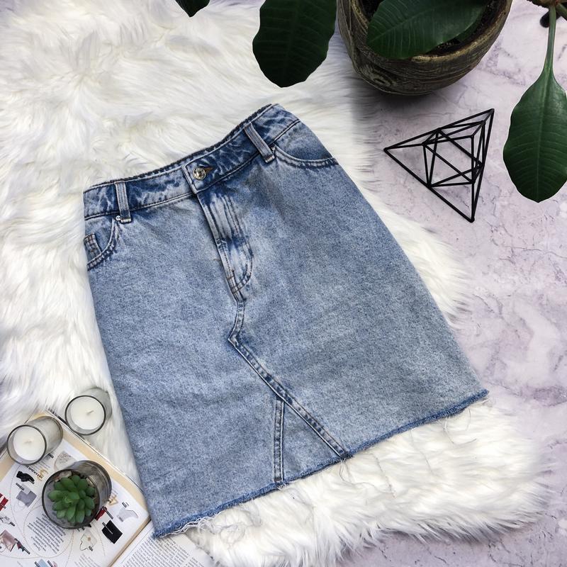 Модная джинсовая юбка с необрубенным низом