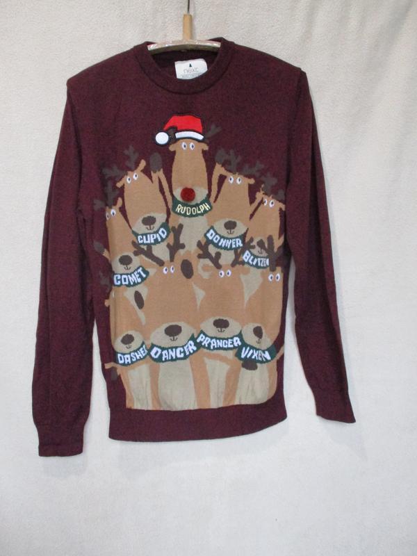 Легкий новогодний свитер с оленями/джемпер/кофта