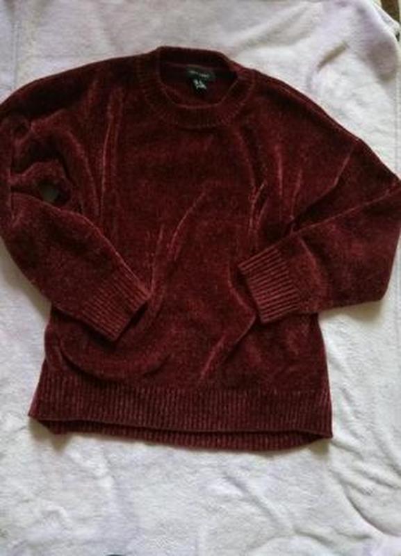 Велюровый свитер актуального фасона