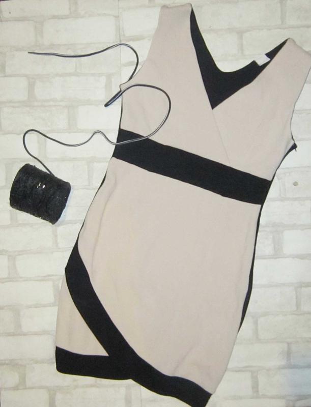 Шикарное нюдовое платье в рубчик