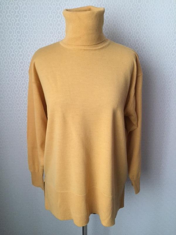 Полушерстяной свитер гольф красивого теплого цвета, бренд fior...