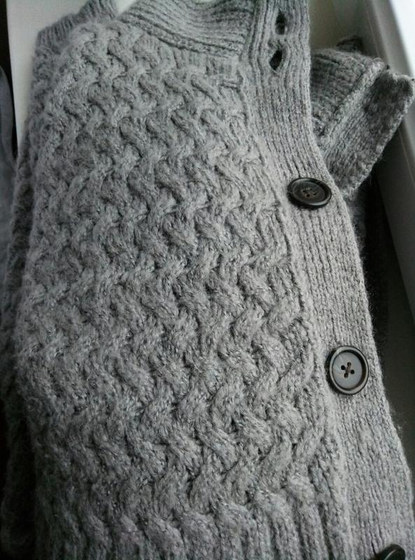 Теплый удлиненный кардиган с шерстью - Фото 7