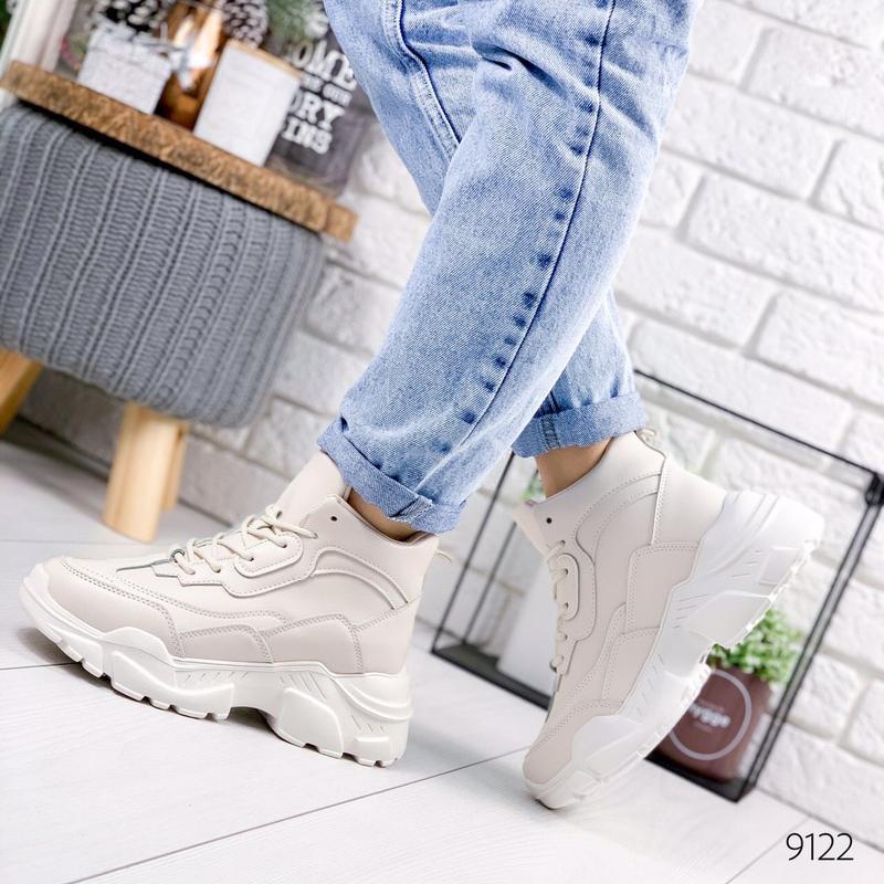 Стильные зимние ботинки на меху кроссовки