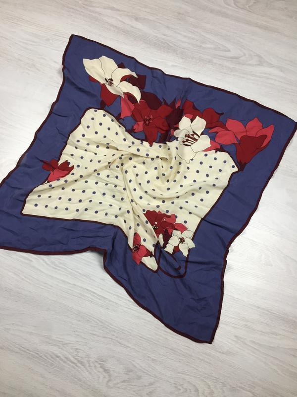 Яркий красивый шелковый платок  с цветами!