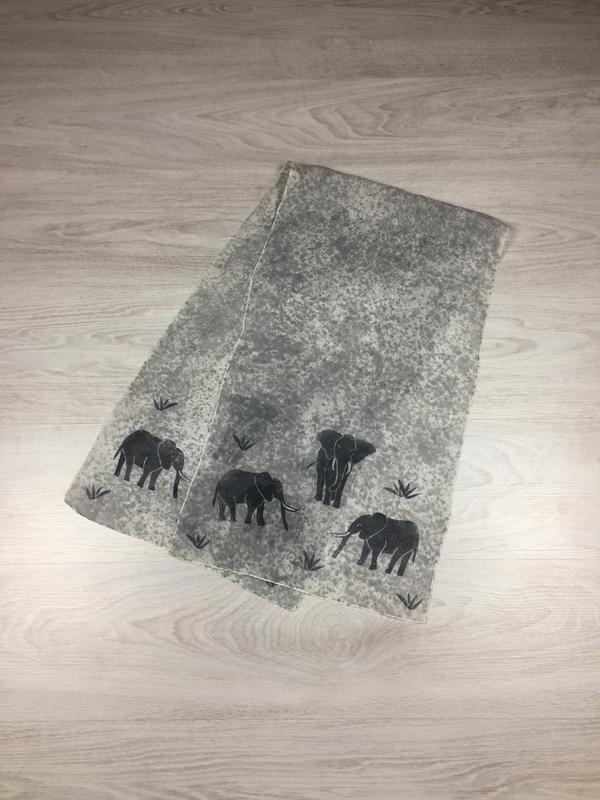 Шелковый платок с рисунком! с слонами, слоники
