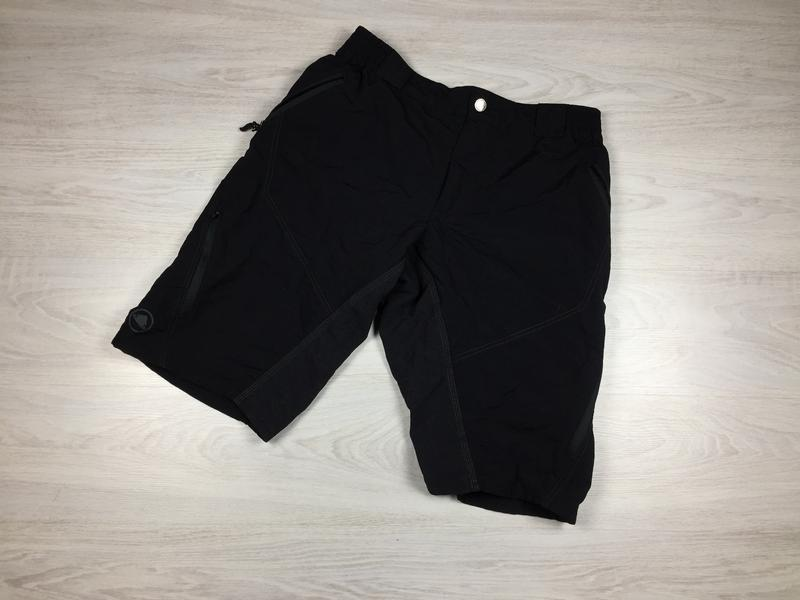 Крутые чёрные треккинговые шорты endura!