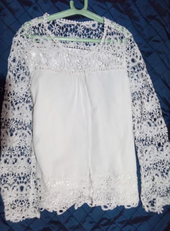 Нарядная блуза,рукава кружевные.