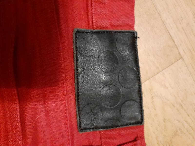 Джинсы красные с высокой талией - Фото 2