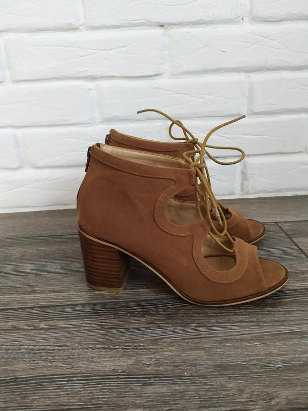 Стильные босоножки гладиаторы на шнуровке широкий каблук