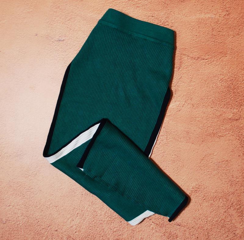 Тотальная распродажа! теплая юбка в рубчик с лампасами