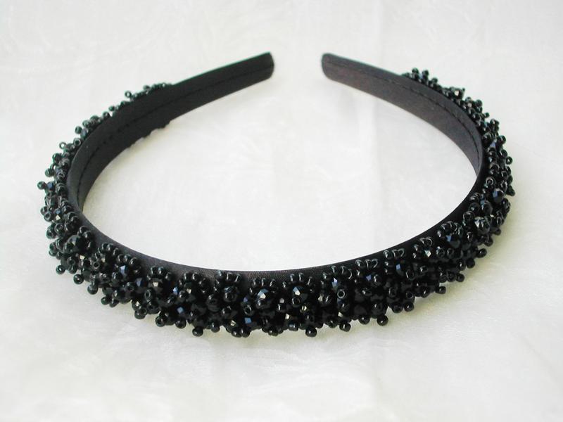 Черный обруч-ободок для волос с хрустальными бусинами