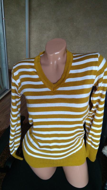 Яркий свитер, в идеале!