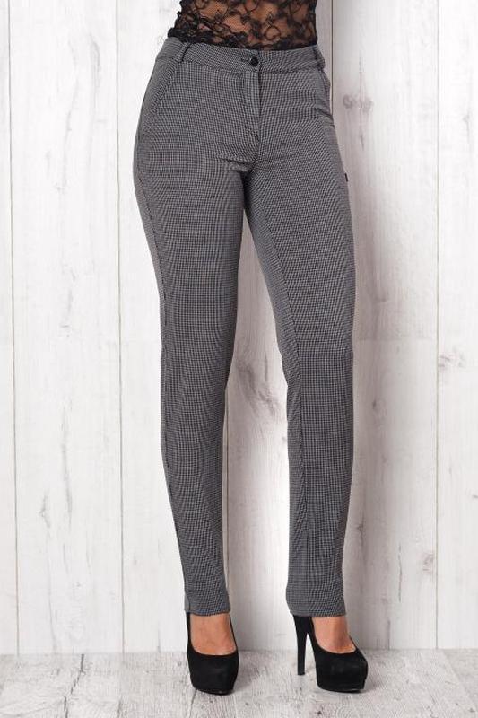 Брюки женские. фасон зауженных брюк практически не отличается ...