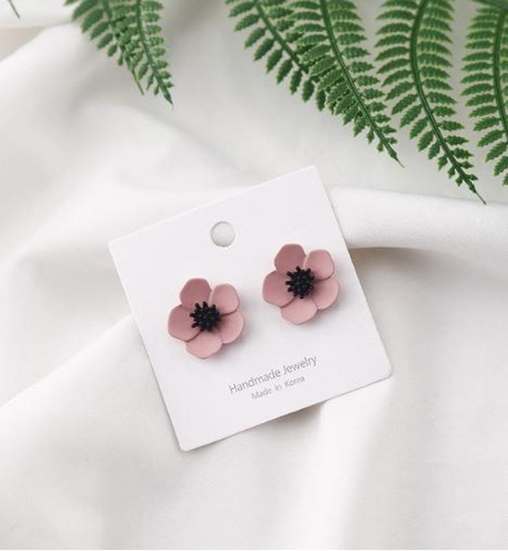 Нежные серьги гвоздики цветок