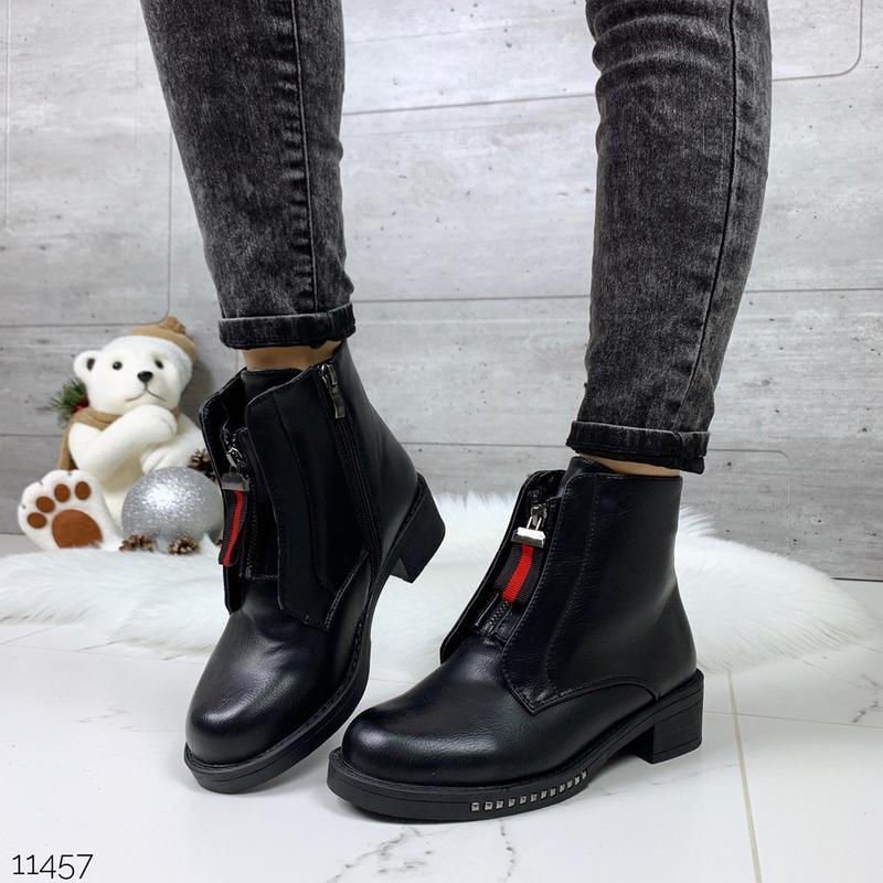 Стильные зимние ботинки черного цвета