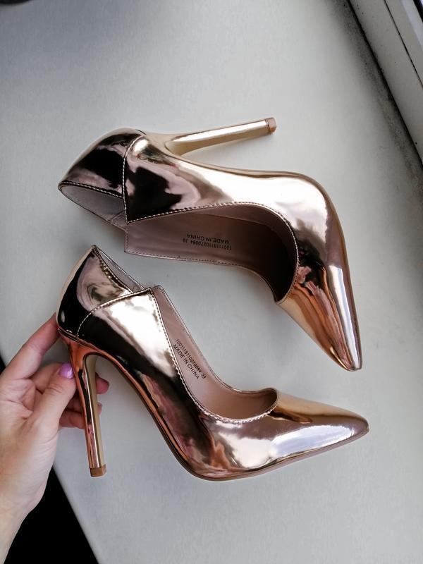 Золотистые туфли, лодочки
