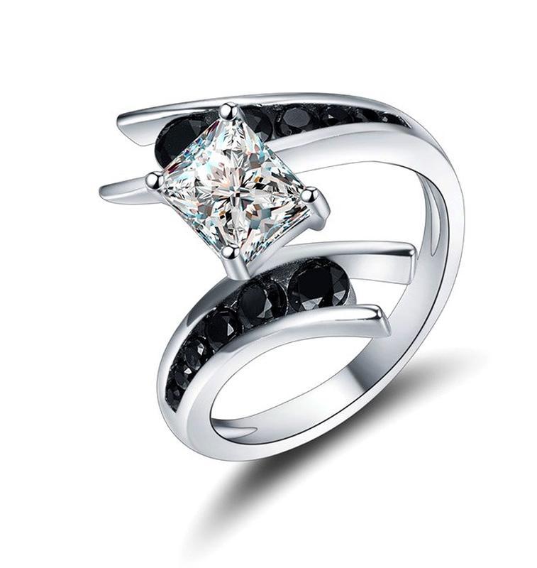 """Нові Срібні прикраси. Кільце """"Зміїний танець"""" розмір #8 Шпінель"""