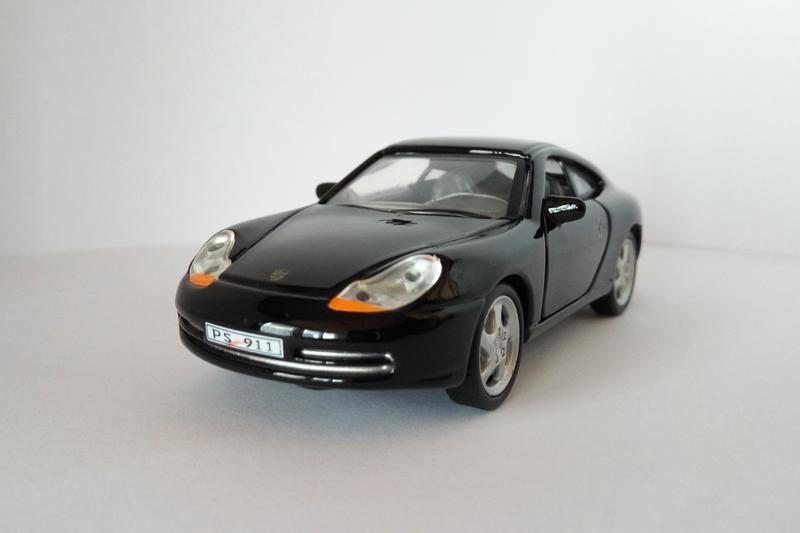 модель Porsche 911 Cararama/Hongwell масштаб 1:43