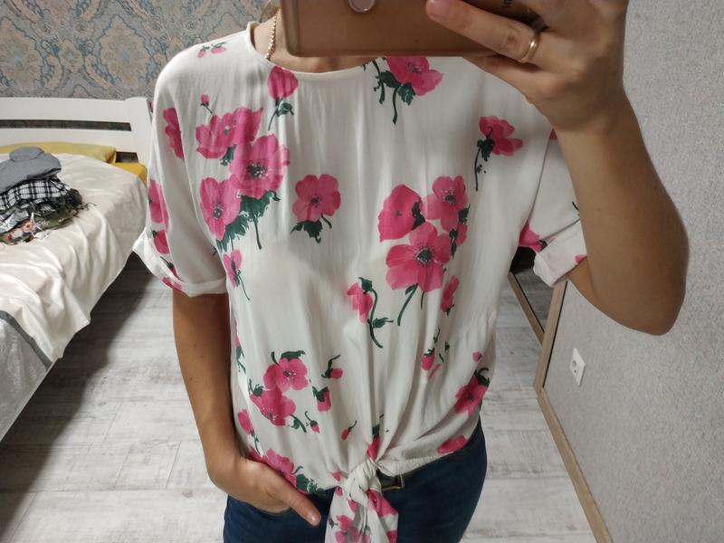 Красивая нежная легкая блуза в цветы с завязками