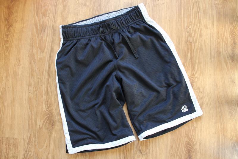 Отличные удлиненные спортивные шорты с карманами nike athletic...