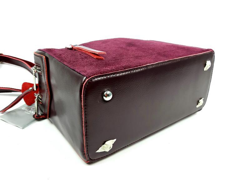 Женская кожаная бордовая сумка со вставками из замши - Фото 5