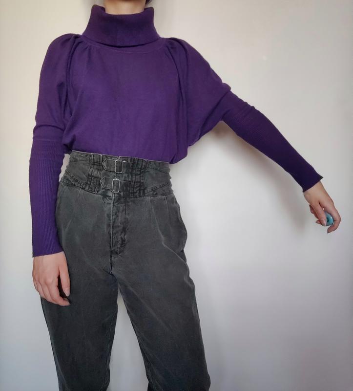 Теплая насыщенно-фиолетовая кофта с хомутом фасона летучая мыш...