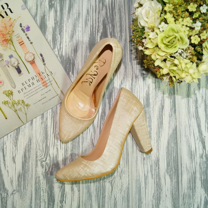 Renk. красивые туфли лодочки на устойчивом каблуке