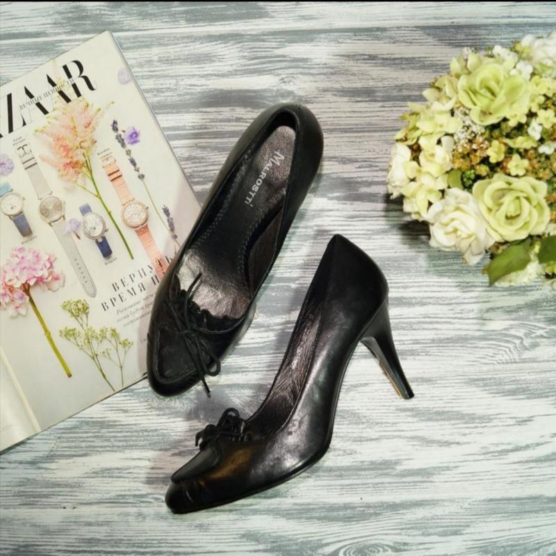 Malrostti. кожа. красивые базовые туфли, лоферы на устойчивом ...