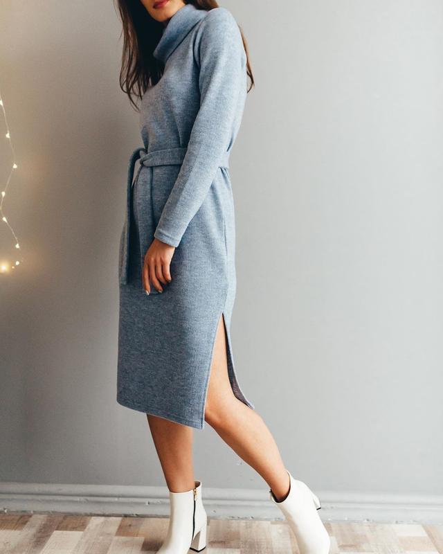 Теплое элегантное миди платье с поясом