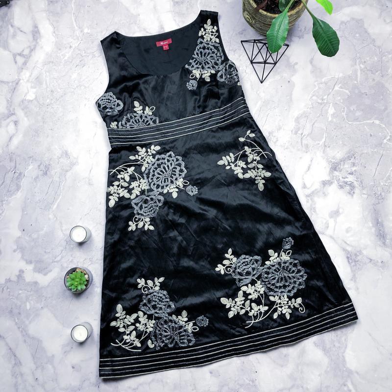 Натуральное шелковое нарядное платье с вышивкой monsoon