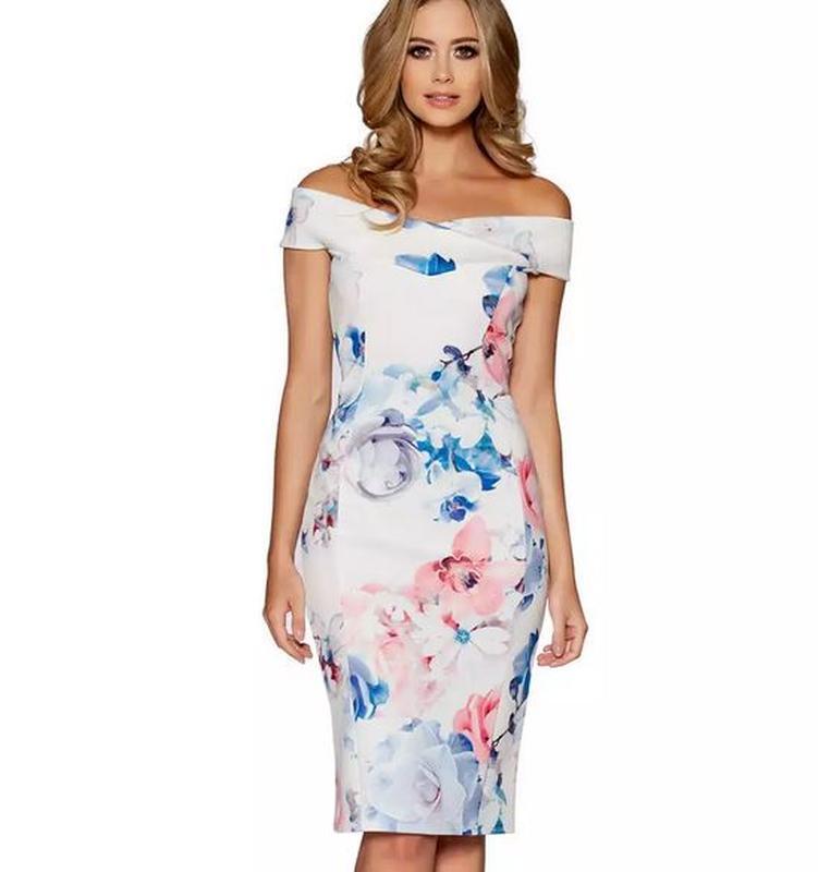 Платье миди по фигуре в цветы открытыпе спущенные плечи