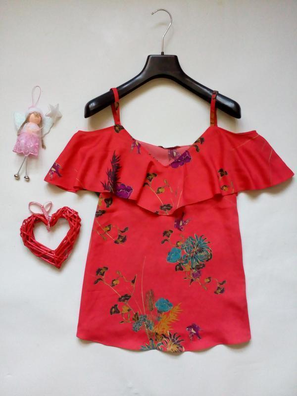 Красивая блуза с открытыми плечами