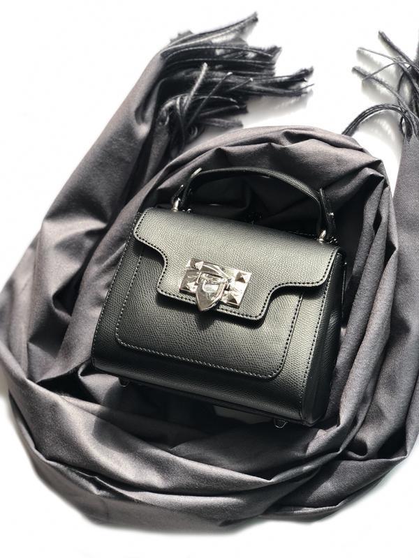 Маленька сумочка з ланцюжком з натуральної шкіри