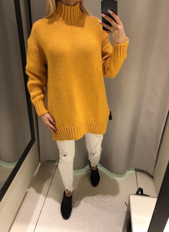 Яркий удлинённый свитер оверсайз свитерок с горлом. reserved.