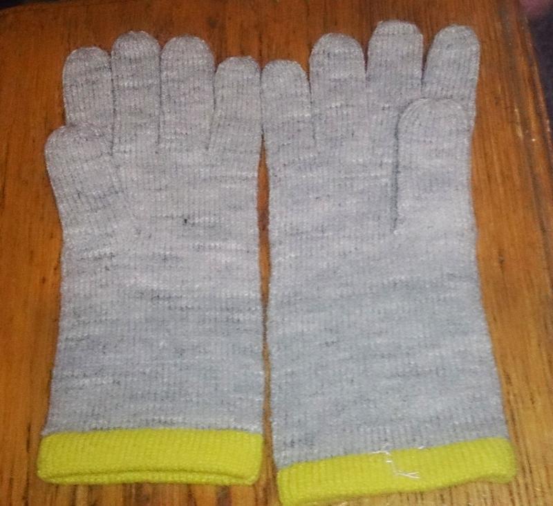 Теплі сірі рукавички