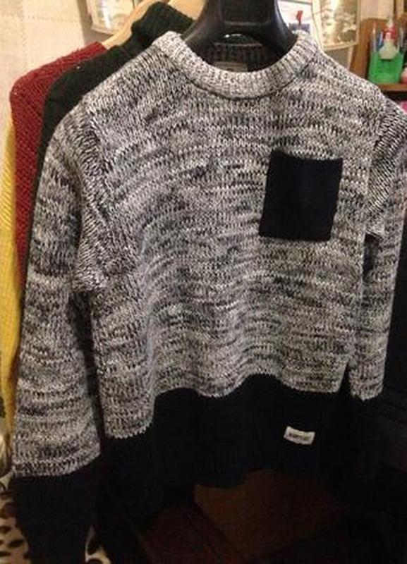 Свитер пуловер с карманом