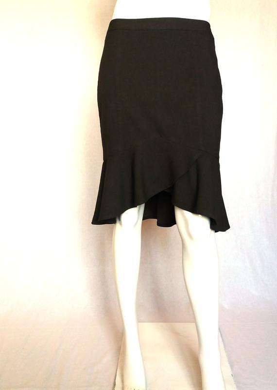 Оригинальная юбка-карандаш с воланом