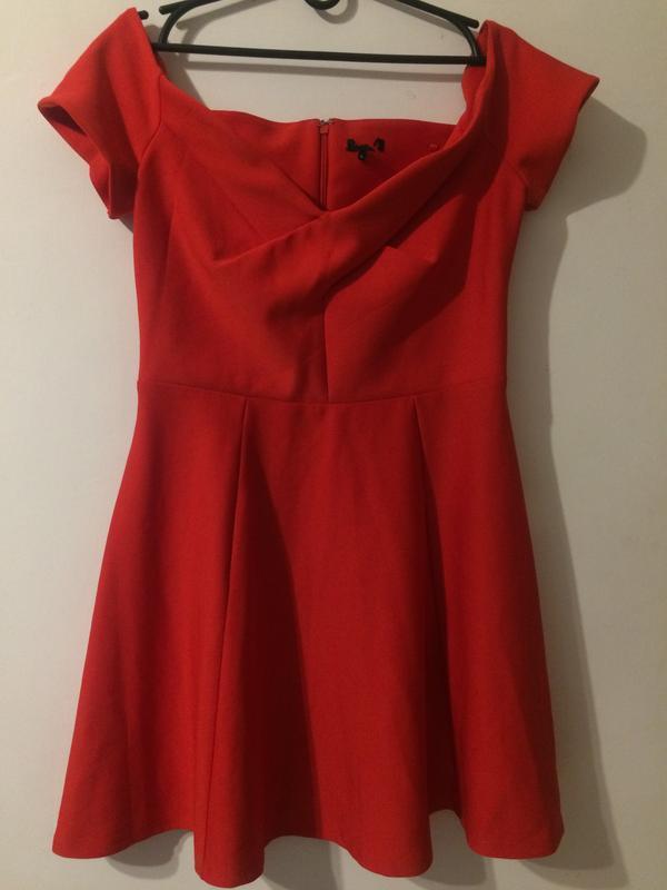 Красное платье сукня