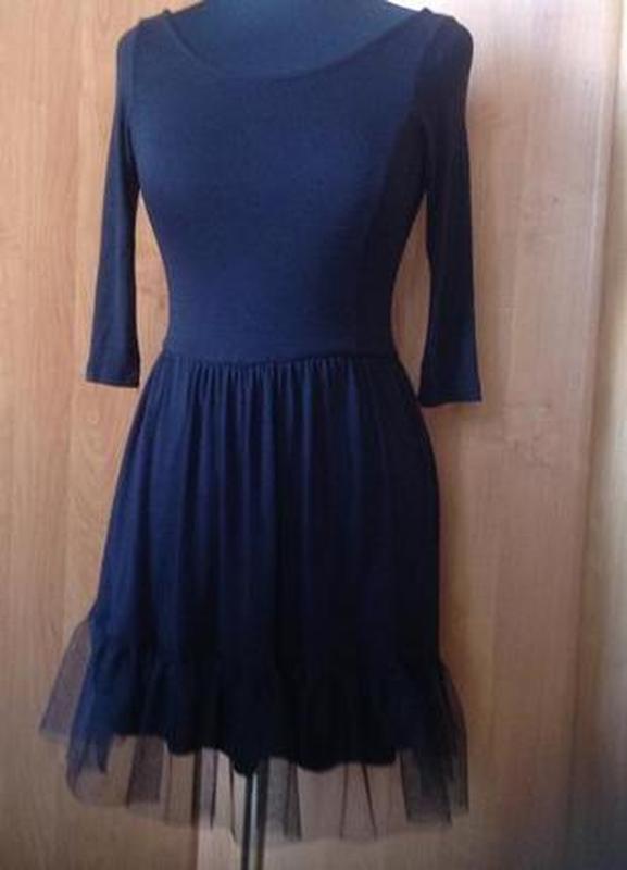 Платье черное трикотажное с вырезом на спине stradivarius р.s