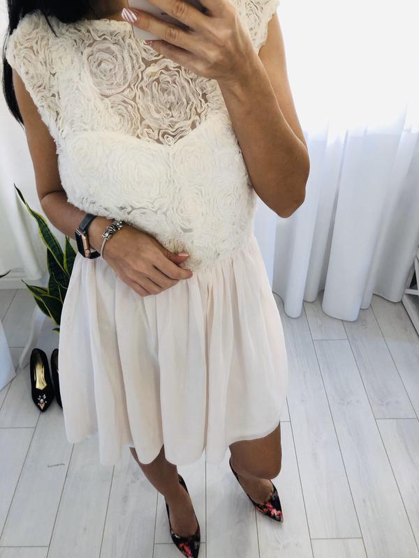 Платье айвори с объемными розами asos