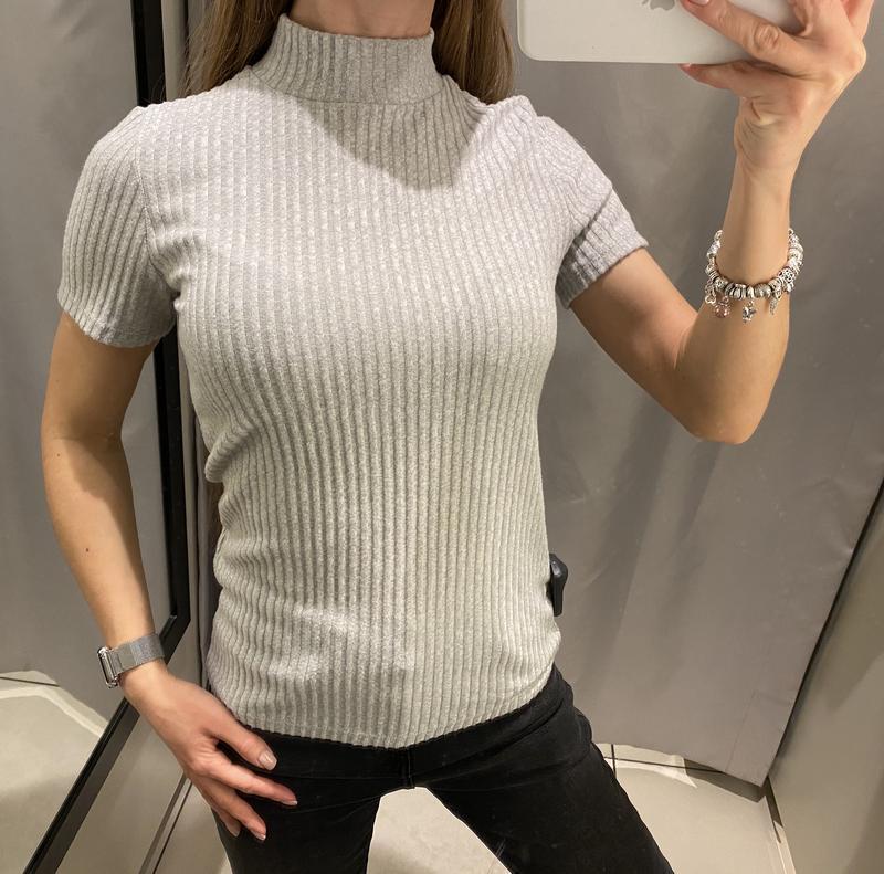 Мягенькая серая футболка reserved есть размеры