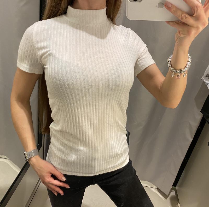 Мягенькая белая футболка reserved есть размеры