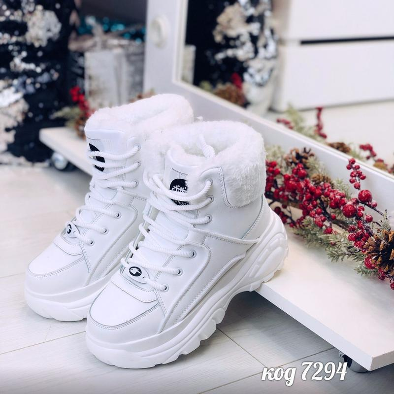 Стильные зимние белые кроссовки