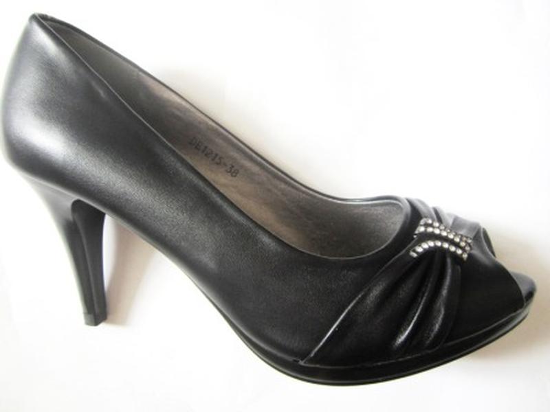 Красивые туфли - босоножки. распродажа. 35-36 р.