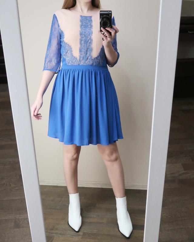 Праздничное платье с кружевными деталями