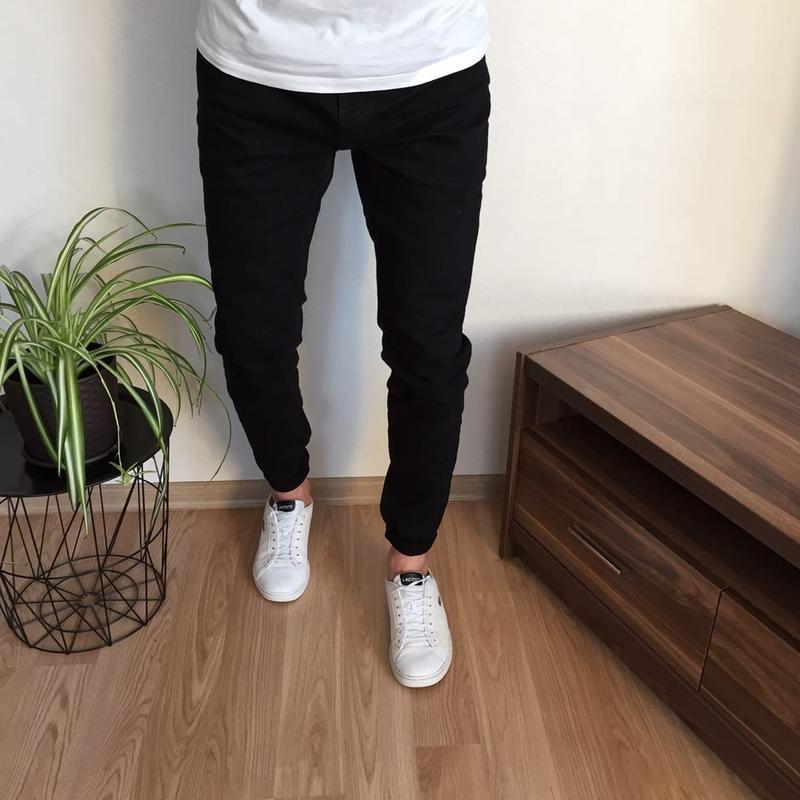 Крутые чёрные зауженные джинсы pull&bear