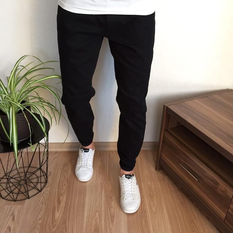 Чёрные зауженные мужские джинсы acw85