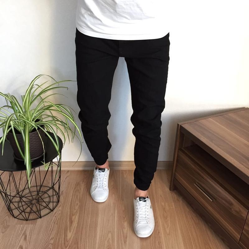 Крутые чёрные зауженные джинсы h&m